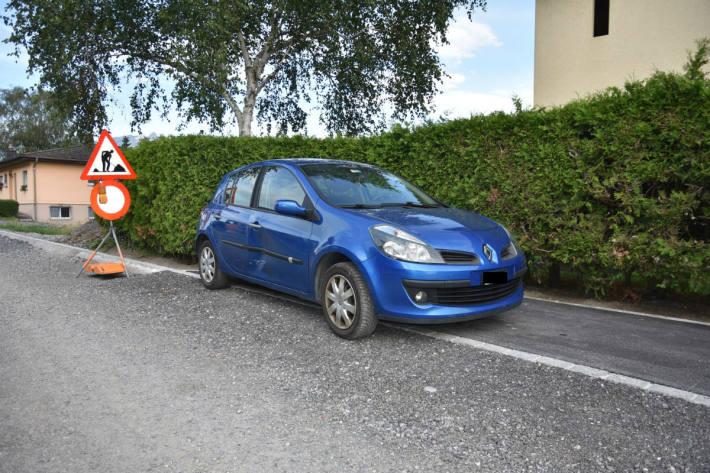 In Nendeln kollidierte ein Fahrzeuglenker mit einem parkierten Auto.