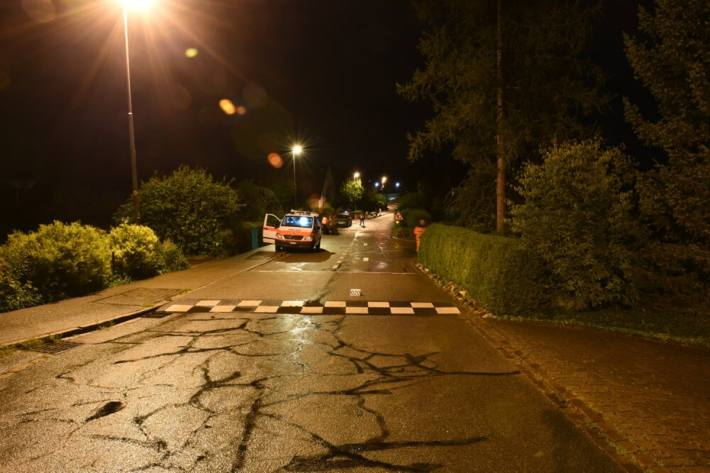 Ein Trottinett-Fahrer verletzte sich in Fehraltorf ZH schwer.