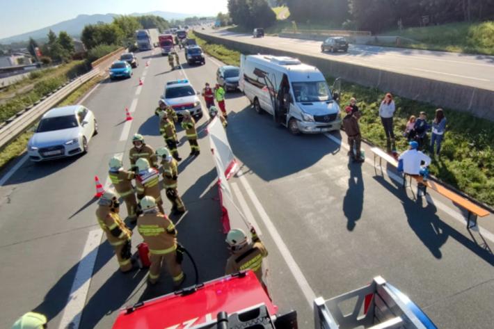 Verkehrsunfall mit Kleinbus
