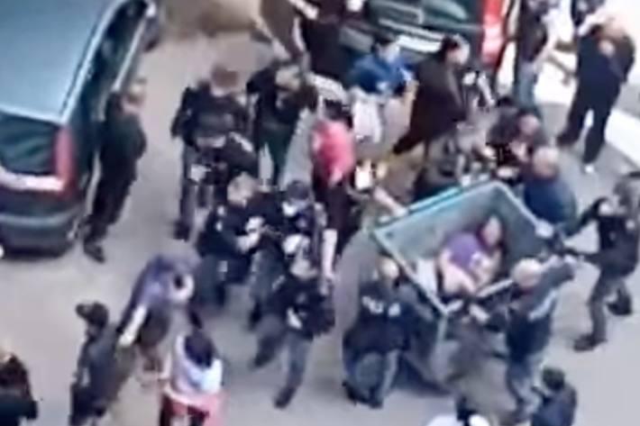 In Scampia, einem Vorort von Neapel, wurde gestern ein Mann gelyncht.