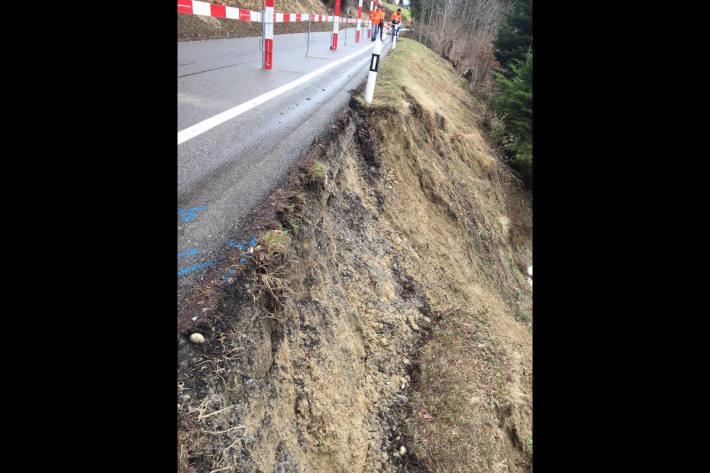 Strassensicherung nach Erdrutsch bei Walzenhausen