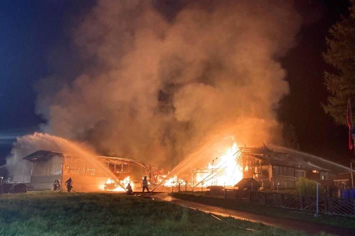 In Trachslau SZ ist gestern ein Stall niedergebrannt.