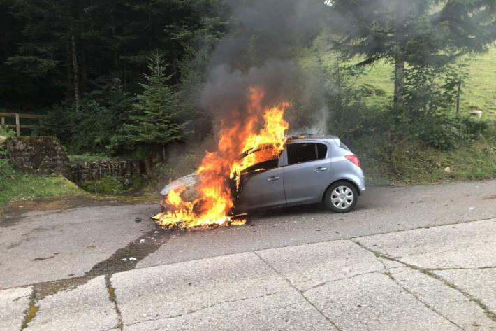 Brennendes Fahrzeug in La Tour-de-Trême