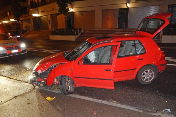 Der VW Golf wurde beim Unfall von heute morgen früh in Frauenfeld massiv beschädigt.