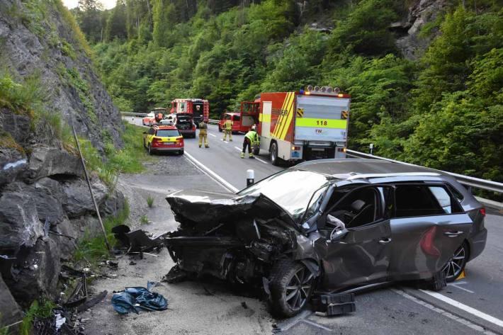 Selbstunfall mit Auto fordert in Grabs einen Schwerverletzten