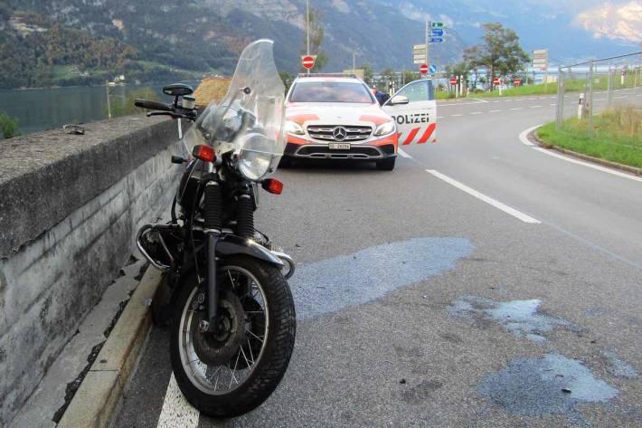 Am Motorrad entstand in Mühlehorn Totalschaden