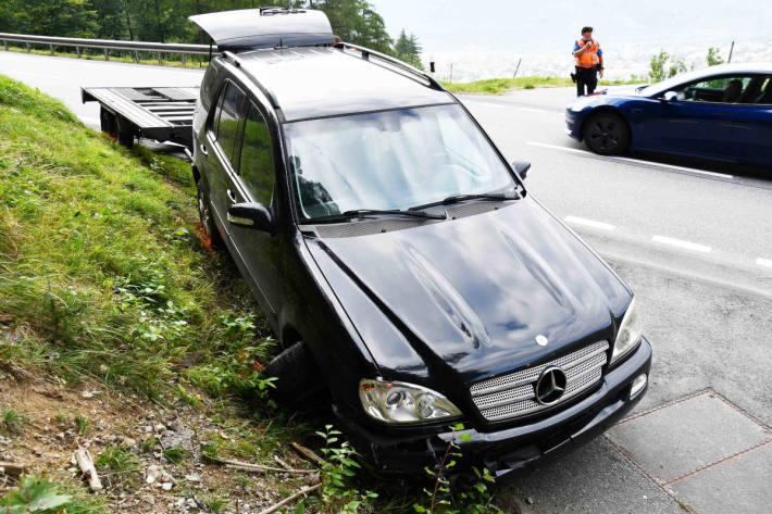 Personenwagen mit Anhänger gegen Mauer gekracht in Chur