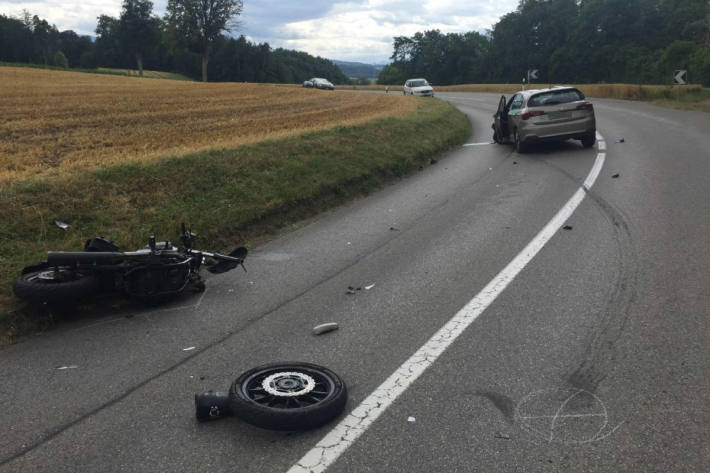 Unfallstelle und Unfallfahrzeuge in Bürglen