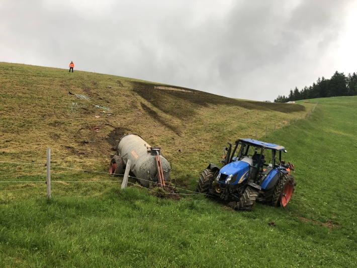 In Dicken SG ist heute ein Traktor verunfallt.