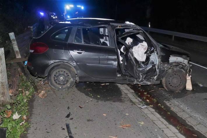 An dem Auto entstand in Bad Karlshafen Totalschaden