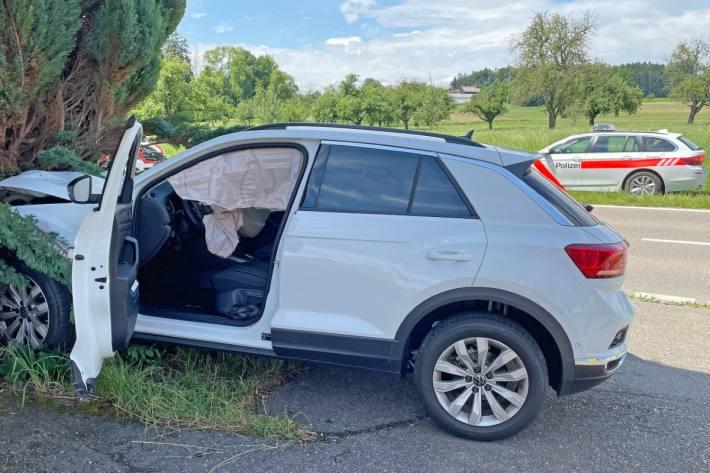 Der Autofahrer verletzte sich beim gestrigen Selbstunfall in Amlikon -Bissegg TG.