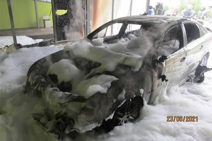 Der PKW ist in Bernkastel-Kues komplett ausgebrannt