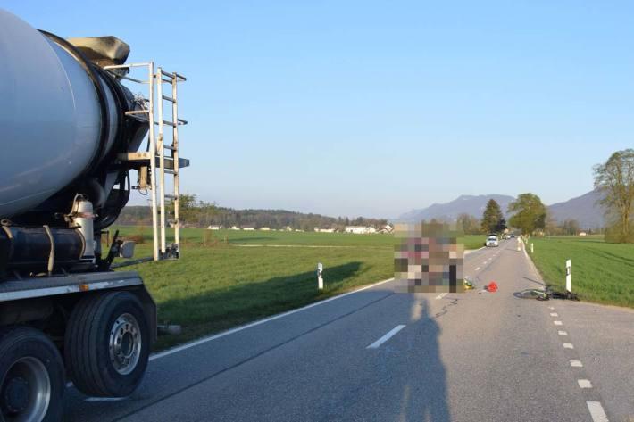 In Gunzgen hat sich eine Kollision zwischen einem Lastwagen und einem Fahrradlenker ereignet