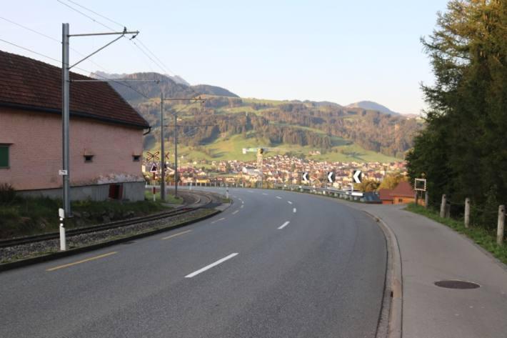 Ein Motorradlenker stürzte gestern bei Appenzell und verletzte sich.