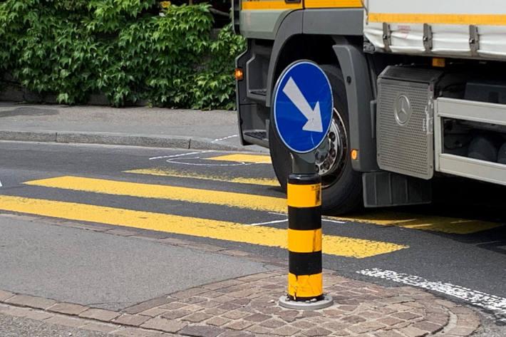 Verkehrsunfall fordert verletzte Fussgängerin in Adliswil