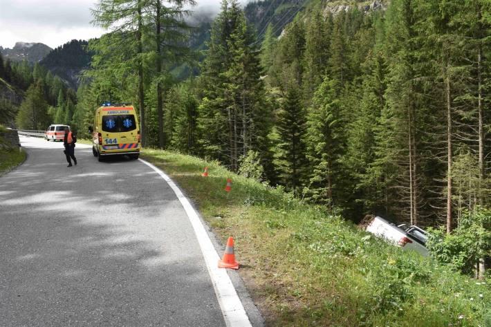 In Bergün GR ist ein Lieferwagen von der Strasse abgekommen.