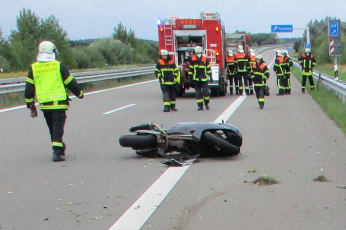 45 -jähriger Motorradfahrer bei Unfall auf der A26 schwer verletzt