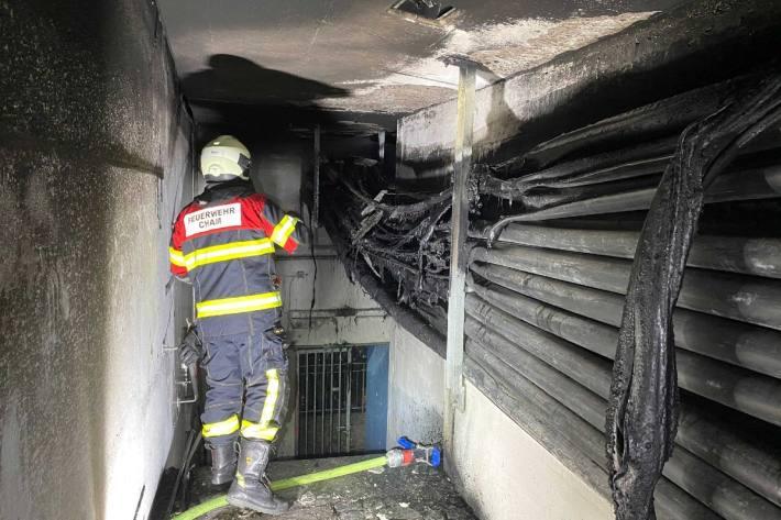 Diese Nacht brannte es in Cham ZG in einem Leitungskanal.