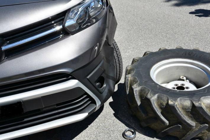 Ein Rad löste sich vom Traktor.