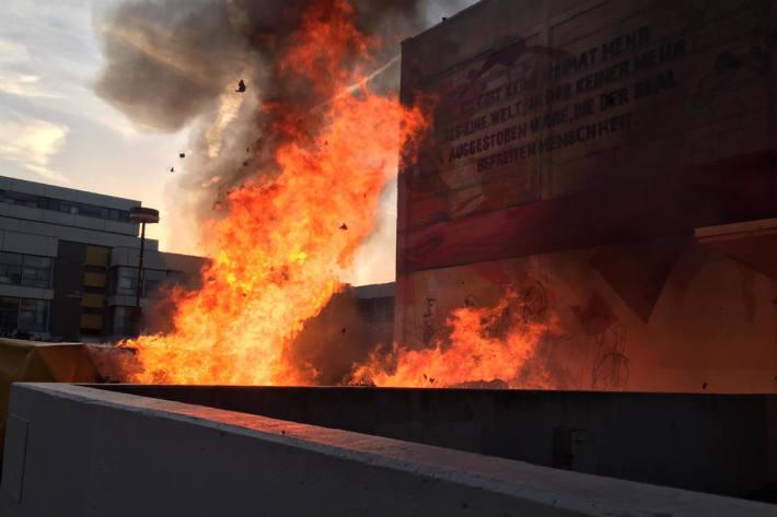 Am Campus Bockenheim brennen 20 Tonnen gebrauchter Bücher
