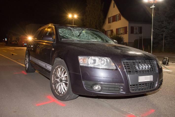 In Hefenhofen TG wurde ein Fussgänger von einem Auto erfasst und schwer verletzt.