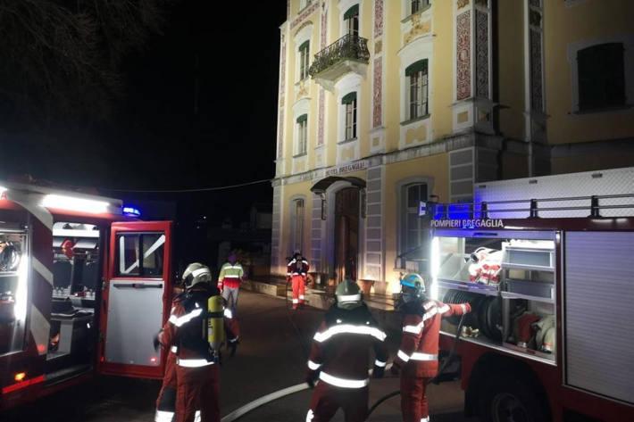 Feuerwehreinsatz beim Brand im Hotel in Promontogno