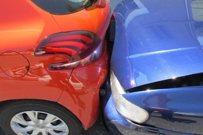 Es entstand Sachschaden an drei Fahrzeugen beim Unfall in Oberurnen.