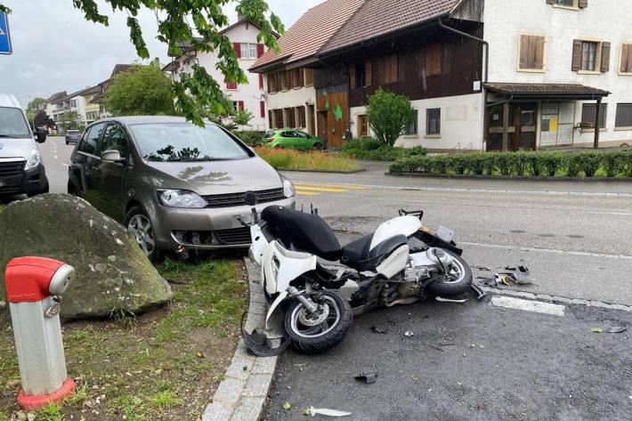 Motorrad rutscht auf Gegenfahrbahn in Fulenbach