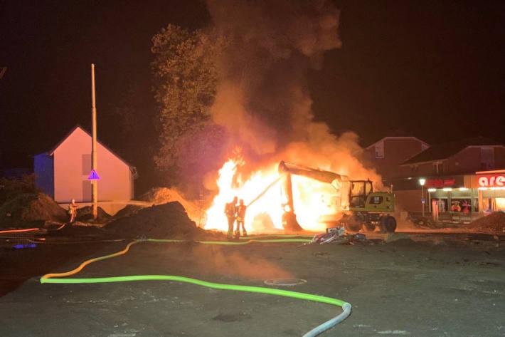 Brand droht auf Bagger überzuschlagen in Gladbeck