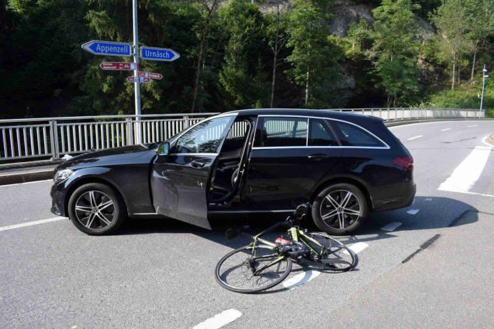 Verkehrsunfall zwischen Auto und Velo in Urnäsch AR