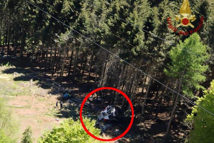 Unglücksstelle in der Nahe von Stresa (IT) an der eine Gondel abgestürzt ist. Mehrere Personen tot.