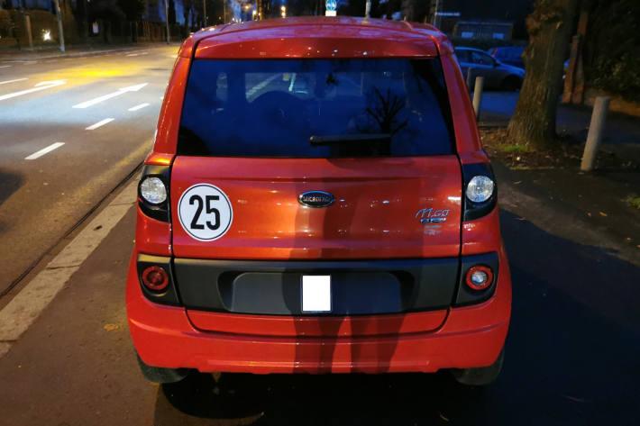 Das Fahrzeug war in Worms den Beamten aufgefallen, weil es mit mehr als 50 km/h statt der eigentlich erlaubten 25 km/h durch die Stadt fuhr