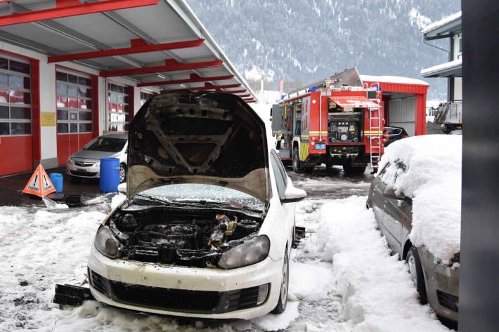 Das in Domat/Ems in Brand geratene Auto