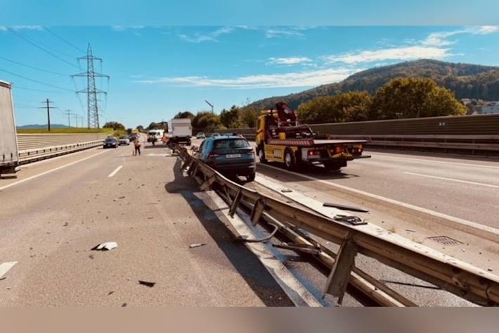 Lastwagen kollidiert mit Auto auf der A3