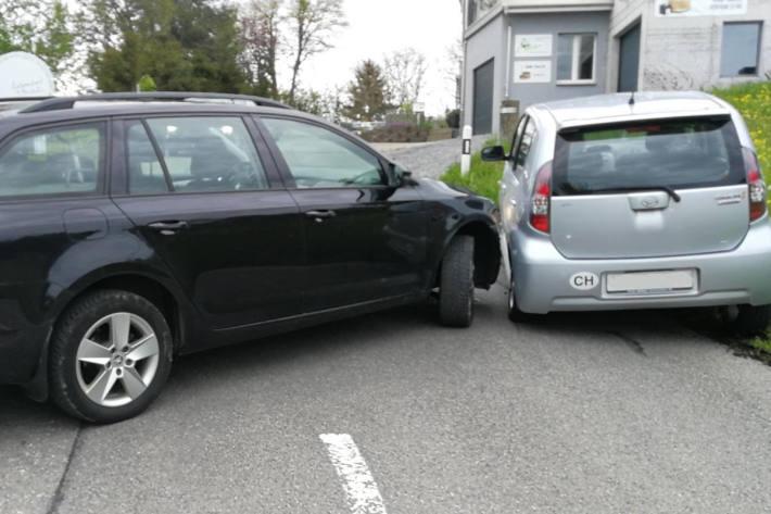 Kollision zwischen zwei Personenwagen