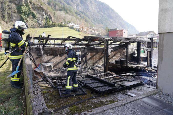 Holzschuppen gerät in Brand in Erstfeld