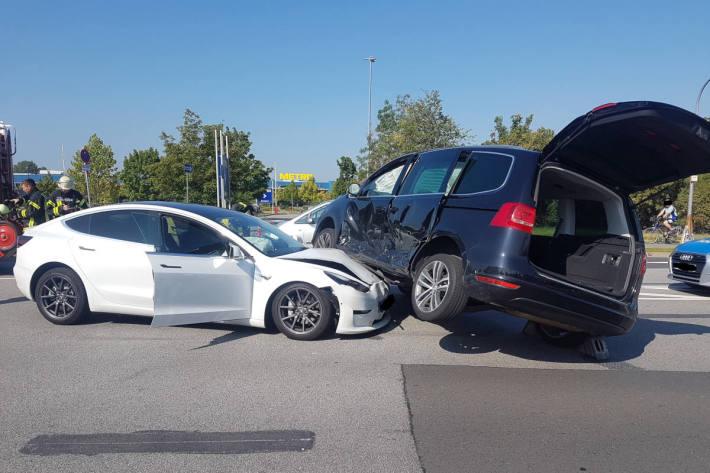 Unfallstelle Endlage der beteiligten Fahrzeuge
