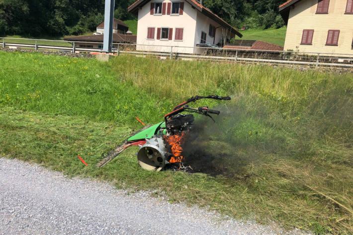 Motormäher in Flammen