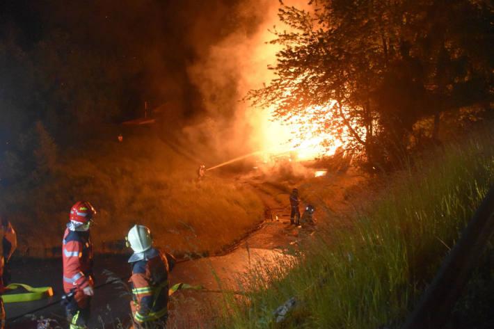 Der Stall brannte komplett neider.