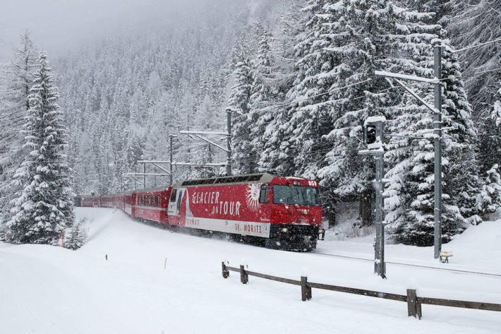 Viel Arbeit für den Räumungsdienst der Rhätischen Bahn im Kanton Graubünden