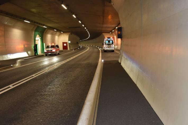 In Küblis GR ist ein Velofahrer in einem Tunnel verunfallt.