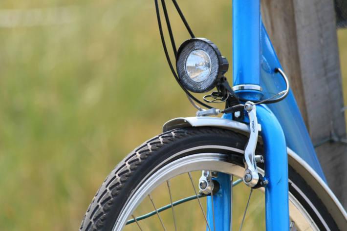 Licht am Velo schützt vor Unfällen. (Symbolbild)