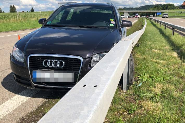 Der Lenker im Audi blieb beim Selbstufnall auf der A1 bei Münchwilen TG unverletzt.