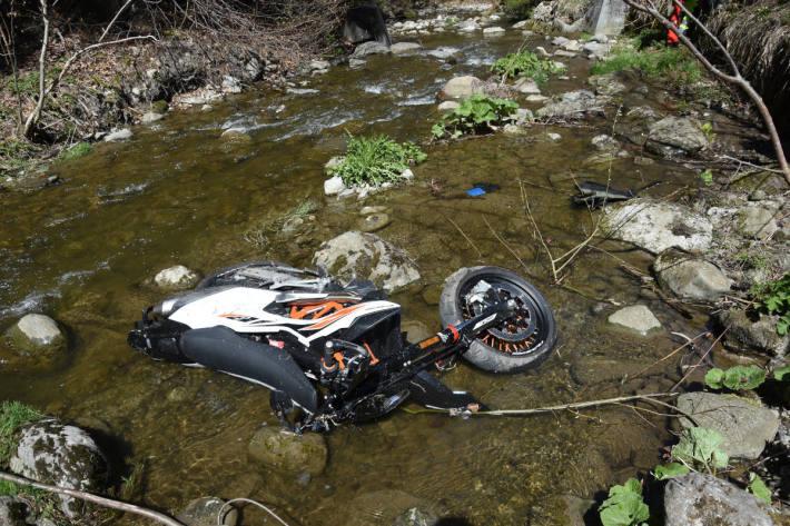 Mit Motorrad in Bach gestürzt bei Wildhaus