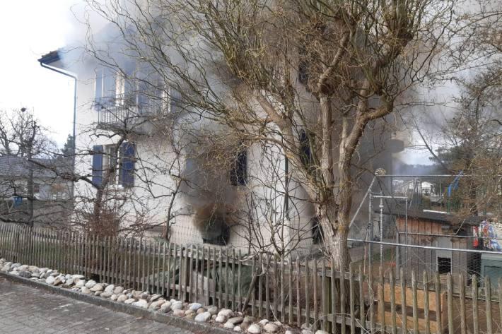Beim Kellerbrand gestern in Oftringen AG ist grosser Sachschaden entstanden.