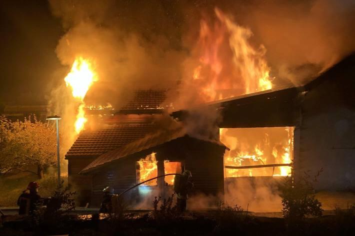 Gestern ist in Neirivue FR ein Grossbrand ausgebrochen.