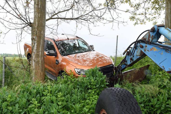 Lieferwagenfahrer bei Verkehrsunfall auf der Autobahn verletzt