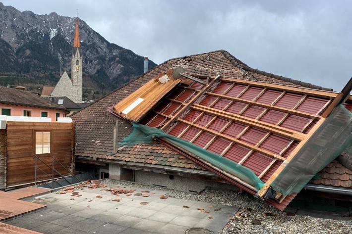 Bei einem Gebäude in Schaan wurde durch den starken Sturm das Dach abgedeckt.