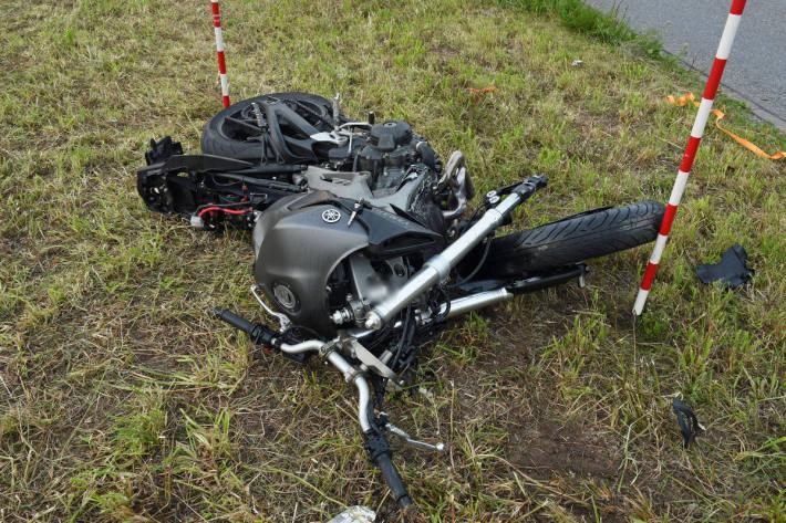Motorradfahrer bei Kollision mit Auto erheblich verletzt