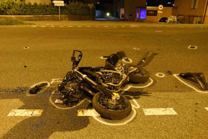 Motorradfahrer schwer verletzt nach Kollision mit Auto in Sargans